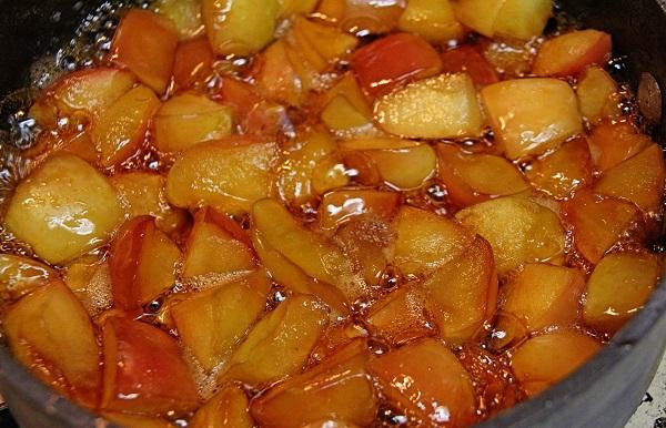 яблоки варятся еще 10 минут