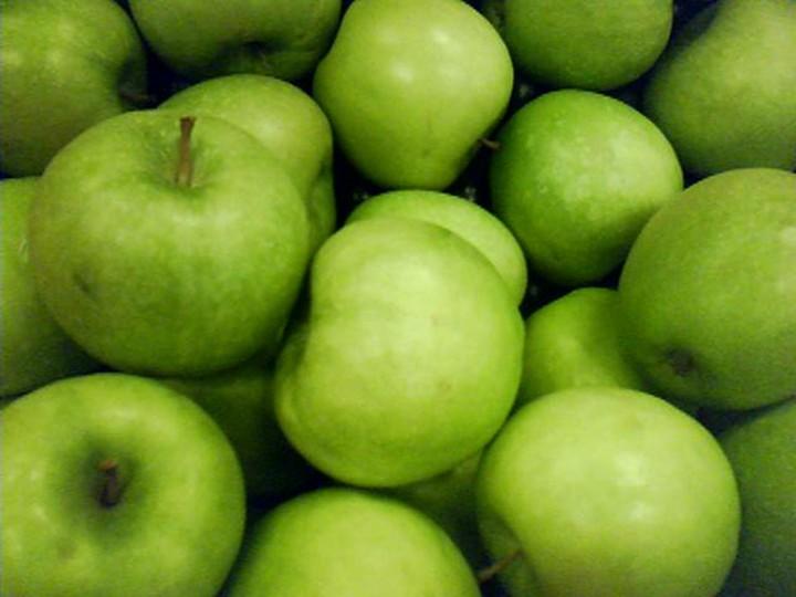 вымыть и просушить яблоки