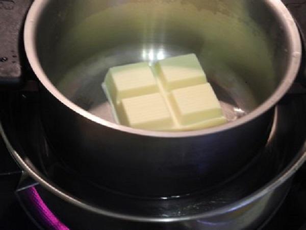 Шоколад растопите на водяной бане