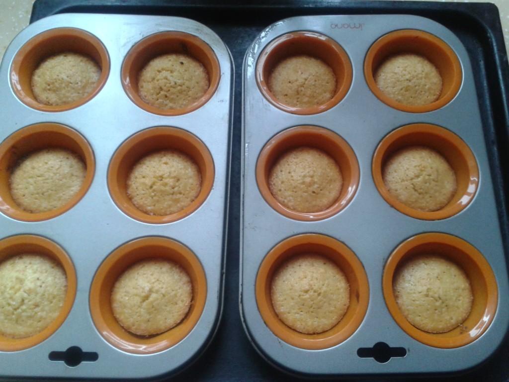 Готовые кексы-малыши с мандарином