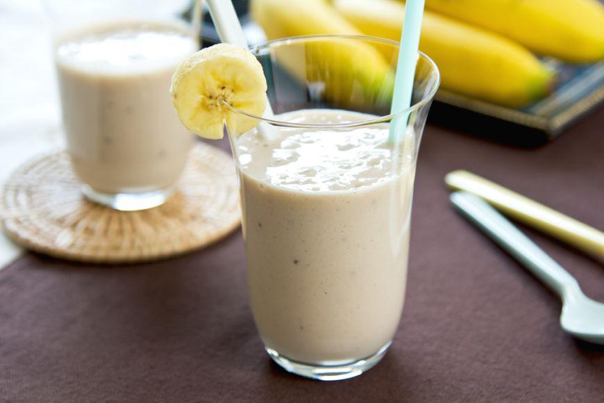 взбиваем ванильный сахар и мелконарезанный банан
