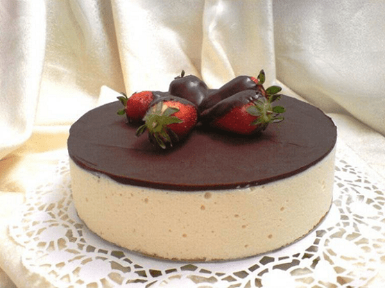Украшаем торт любой посыпкой