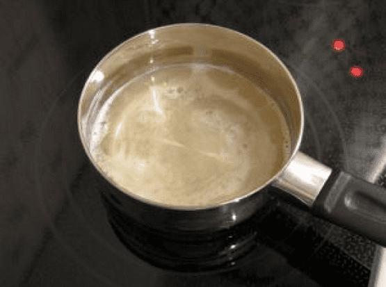 Набухший желатин нагреваем на слабом огне
