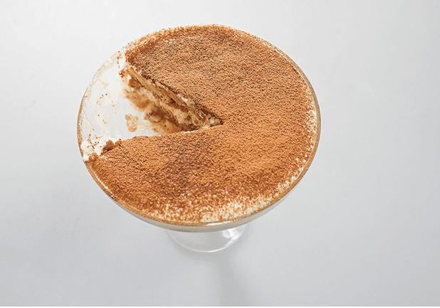 Приготовить крем с маскарпоне, а также и сам десерт тирамису