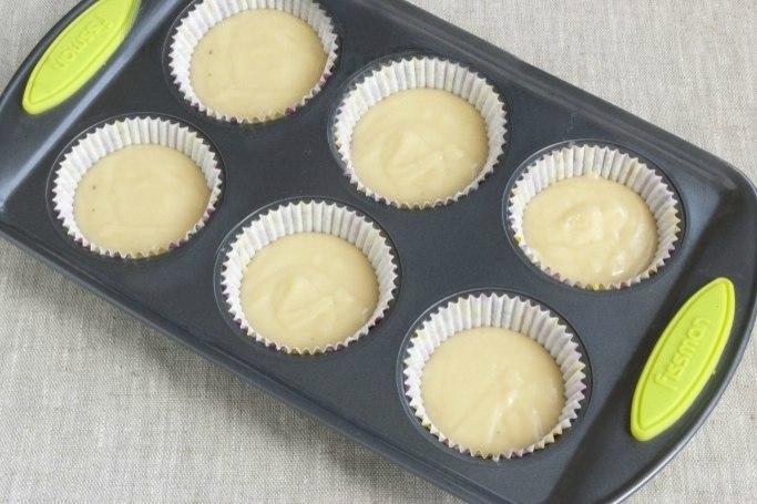 Форму для выпекания нужно смазать сливочным маслом