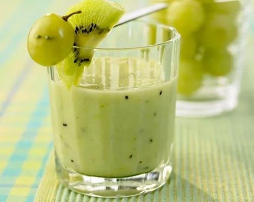 Виноградный смузи с рукколой и киви