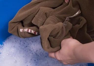 Как отстирать шоколад с одежды в домашних условиях