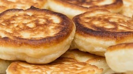 Пышные оладьи на кефире – 11 рецептов приготовления