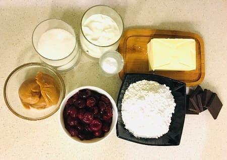 Торт «Монастырская изба» - рецепт с вишней и сметанный кремом с фото