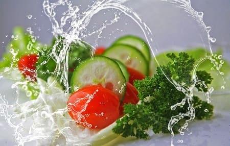Сколько хранятся салаты в холодильнике и без
