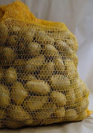 Сколько килограмм в мешке картошки?