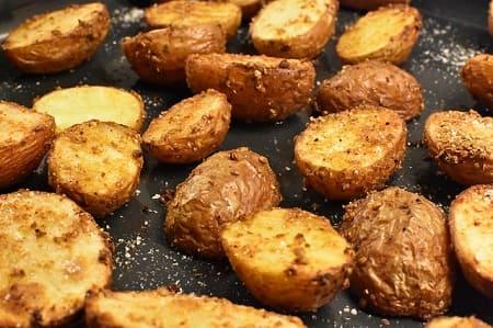 Как и сколько жарить картошку на сковороде