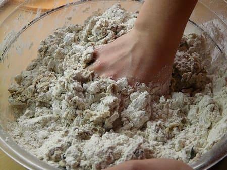 Дрожжевое тесто – 12 классических рецептов приготовления с фото